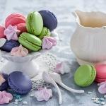 Pastas de colores y jarrita para el café de la merienda