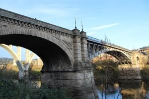 Puente Ourense sobre río Miño en Orense