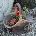 Cesta de cerámica con flores