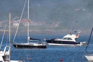 Veleros y barcos y yates en Bayona