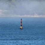 Faro boya en el mar Bayona