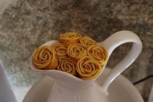 Aguamanil flores rosas amarillas jarrón jarra
