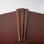 Frontal art nouveau de armario de madera clásico
