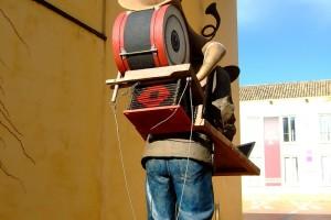 Escultura de hombre orquesta en la Isla de la Cartuja Sevilla