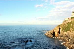 Faro y mar en Cudillero