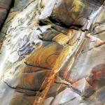 Acantilado con rocas de colores en Tapia de Casariego Asturias paraíso natural