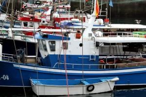 Barcos pesca atracados puerto Luarca