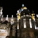 Fachada lateral de San Juan el Real de Oviedo vista nocturna