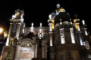 Parroquia de San Juan el Real iluminada de noche – Oviedo