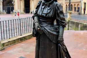 La Regenta escultura en Oviedo