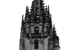 Torre catedral Oviedo blanco y negro