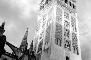 Torre de la Giralda en blanco y negro – Sevilla