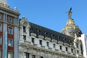 Calle Alcalá y edificio Metrópolis Madrid