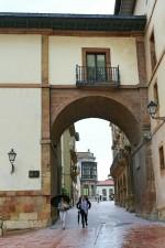 Calle de San Vicente desde la plaza de Feijoo Oviedo