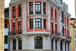 Edificio casco antiguo de Oviedo junto ayuntamiento