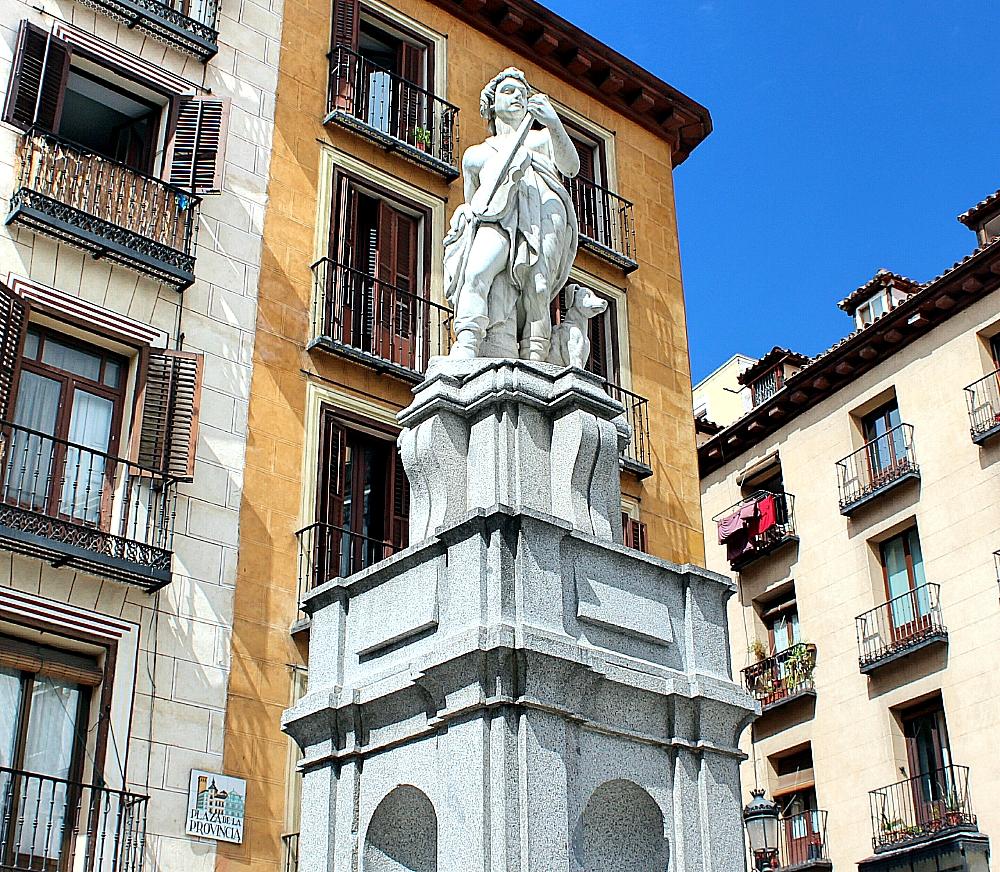 Estatua plaza de la Provincia en Madrid