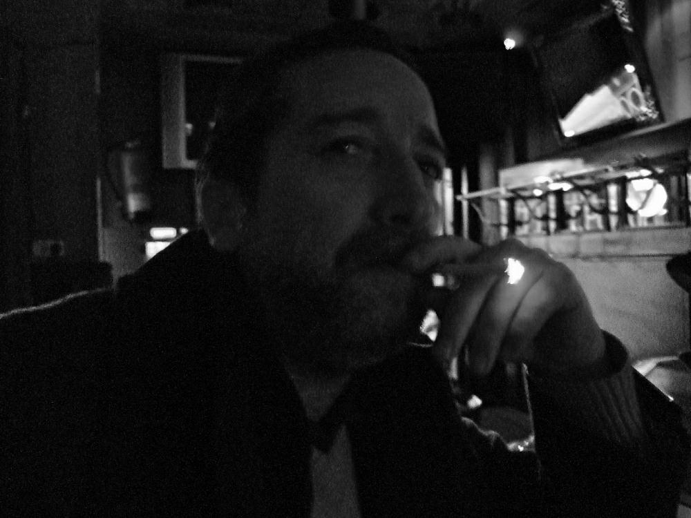 Fumador en local nocturno