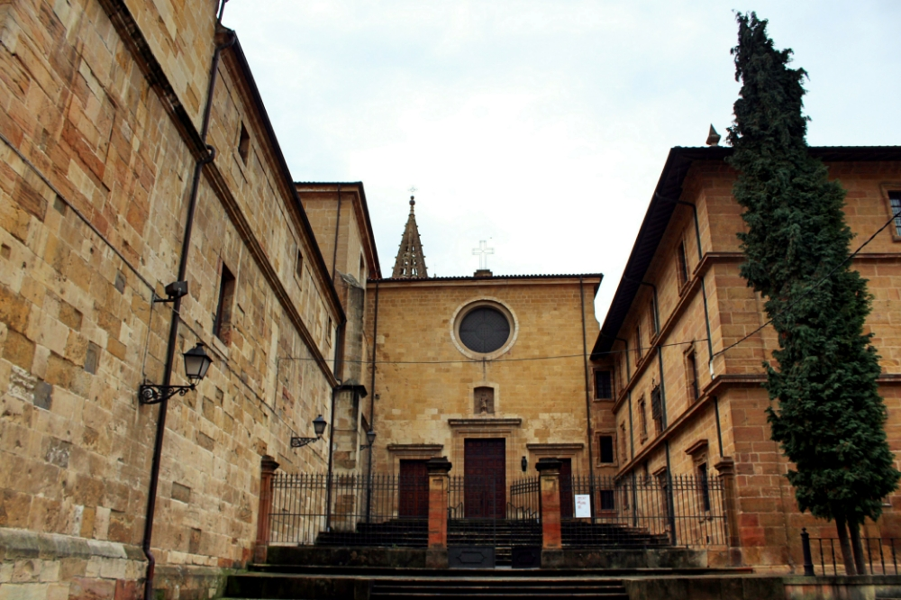Monasterio de San Pelayo Oviedo