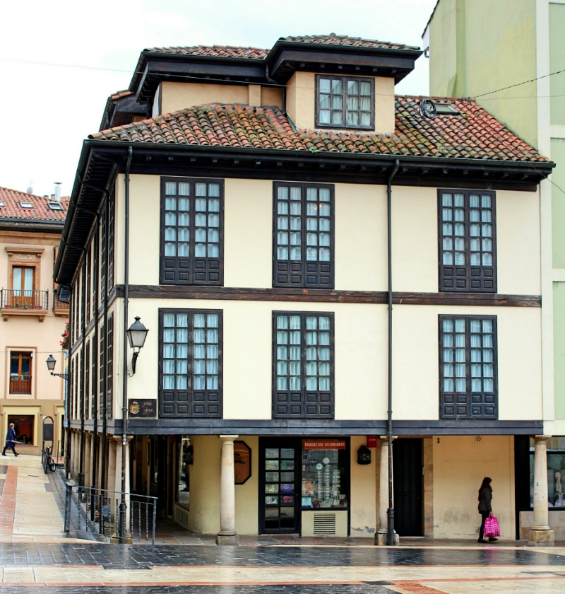 Oviedo junto mercado casco antiguo