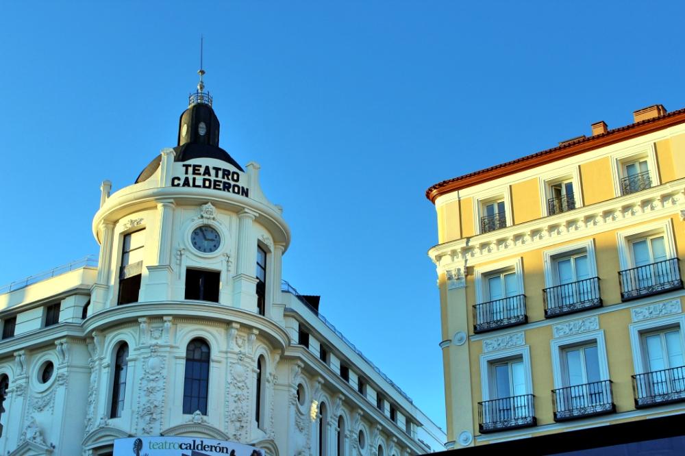Plaza Jacinto Benavente en Madrid Teatro Calderón