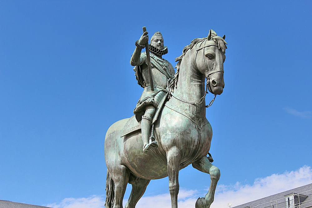 Plaza Mayor de Madrid con la estatua de Felipe III