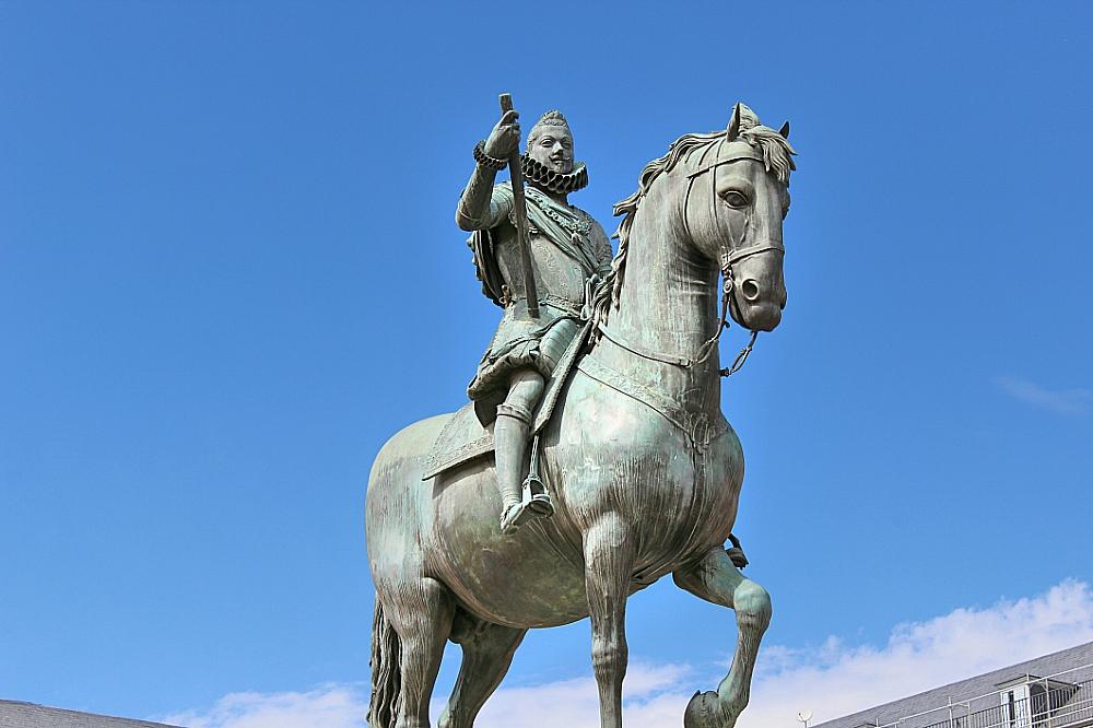Plaza Mayor de Madrid con la estatua de Felipe III