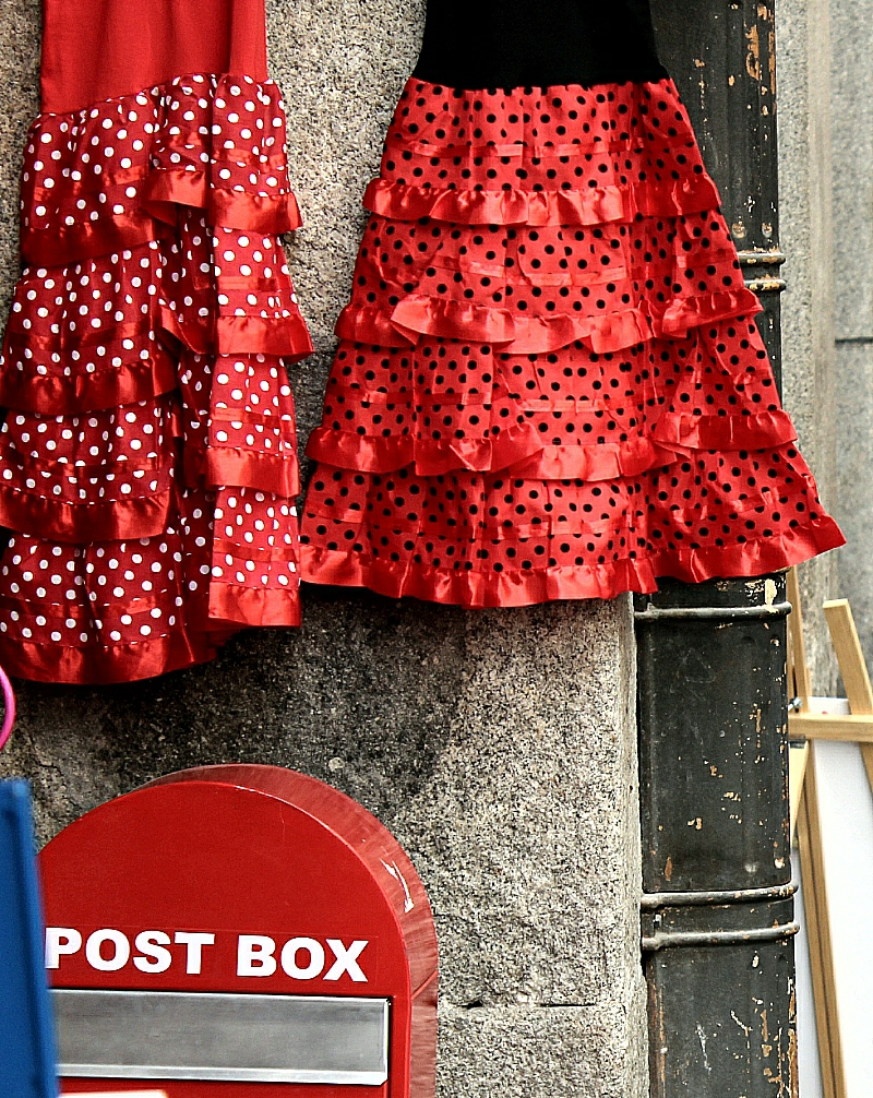 Post box y trajes de andaluza