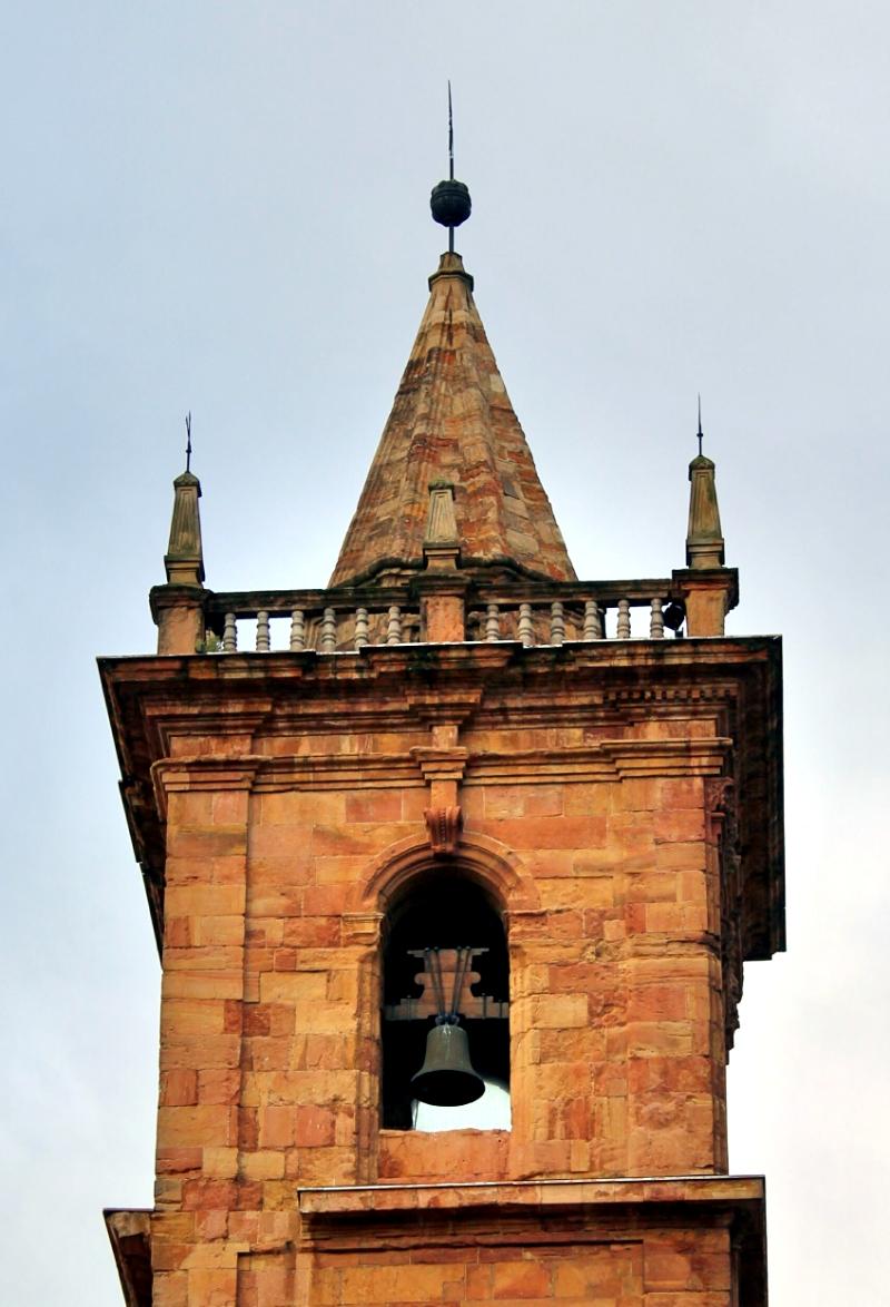Torre campanario Oviedo