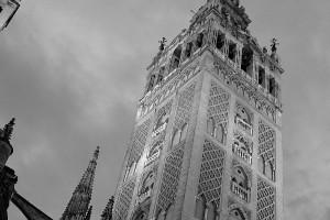 Giralda de Sevilla en blanco y negro b_w