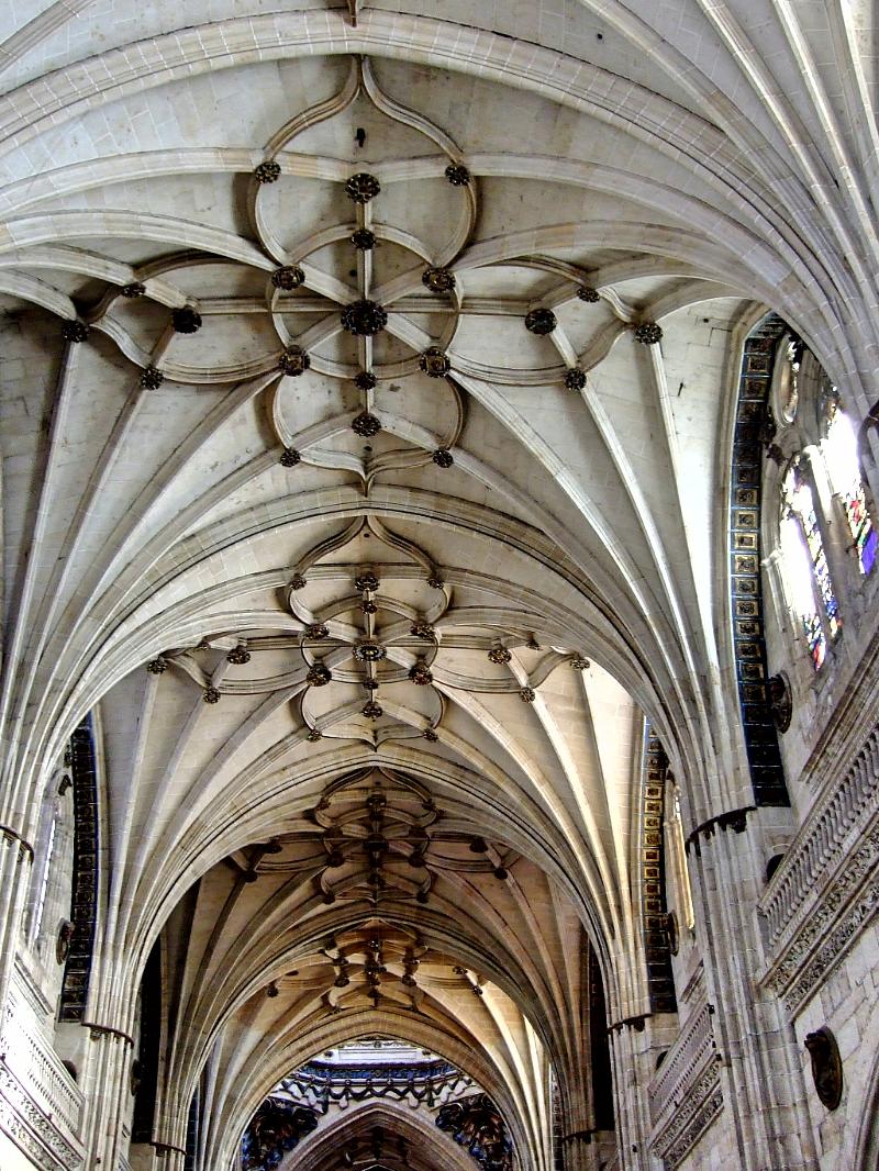 Nave central de la Catedral de Salamanca vista parcial