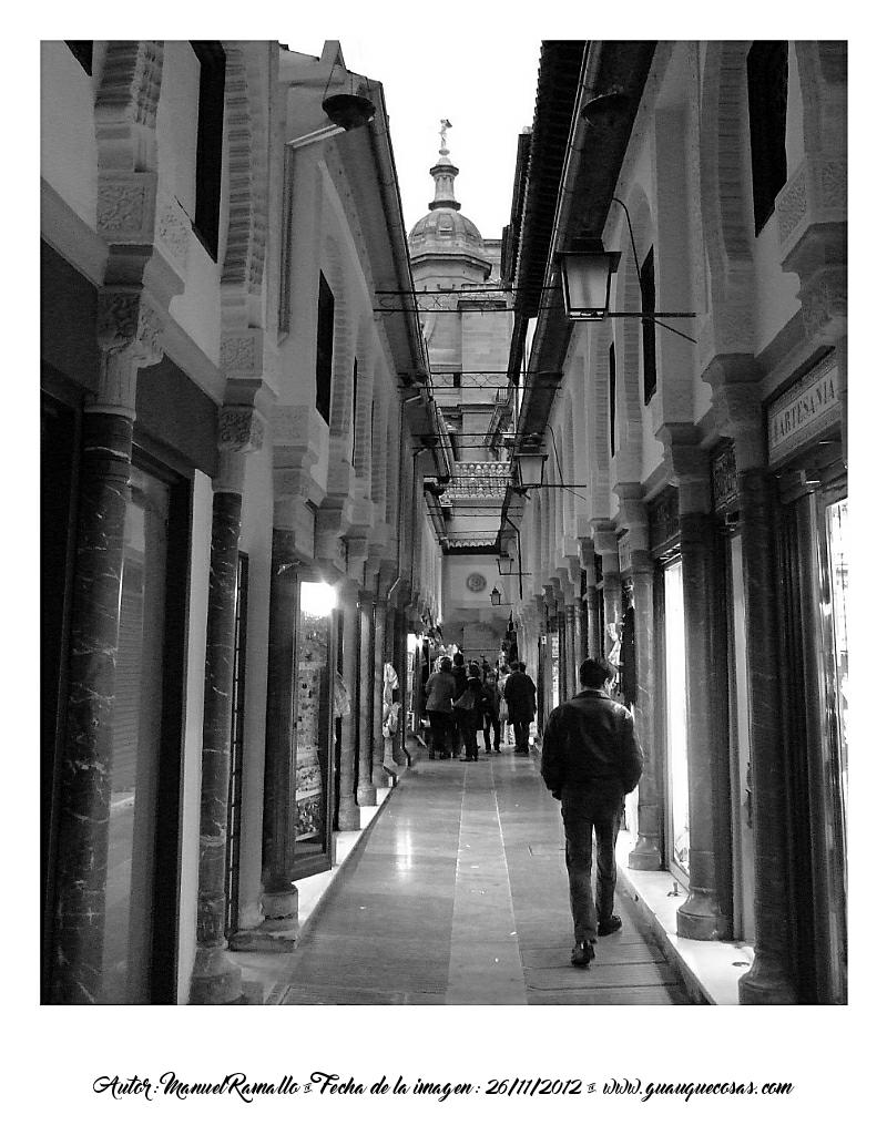 Alcaicería de Granada en blanco y negro B&W