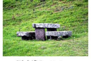 Bancos y mesa de piedra en Baiona Virgen de la Roca Fotografía Manuel Ramallo