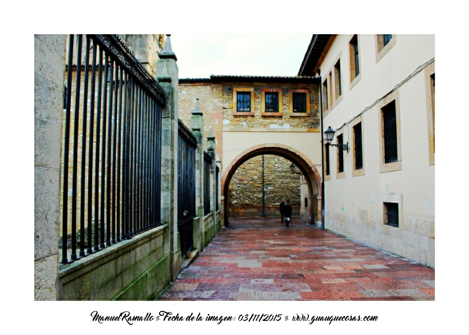 Callejuela en casco antiguo de Oviedo - Imagen: Manuel Ramallo