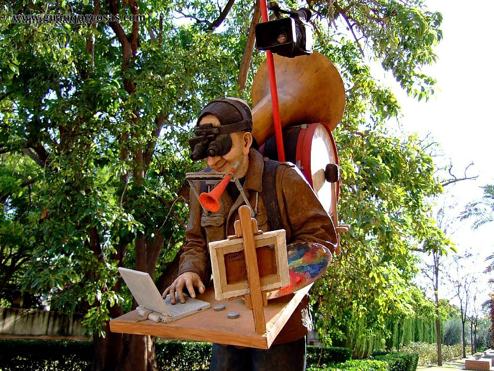 Escultura en Isla de La Cartuja de Sevilla