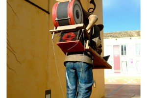 Escultura en Isla de la Cartuja de Sevilla vista posterior