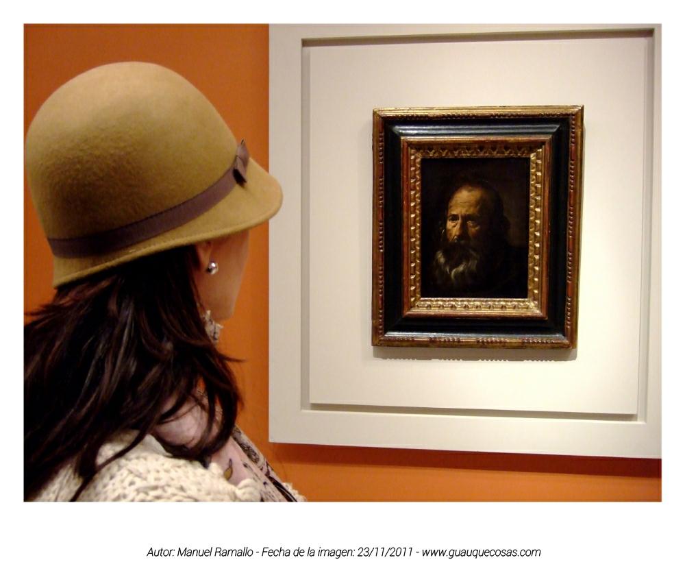Mujer admira la Cabeza de Apóstol - Pintura de Diego Velázquez - Museo de Bellas Artes de Sevilla