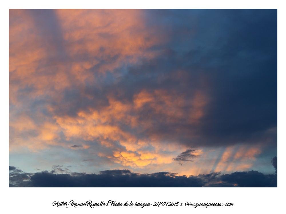 Nubes y reflejos dorados del verano Peñíscola