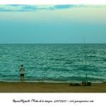 Pescando en la playa Peñíscola Foto Manuel Ramallo