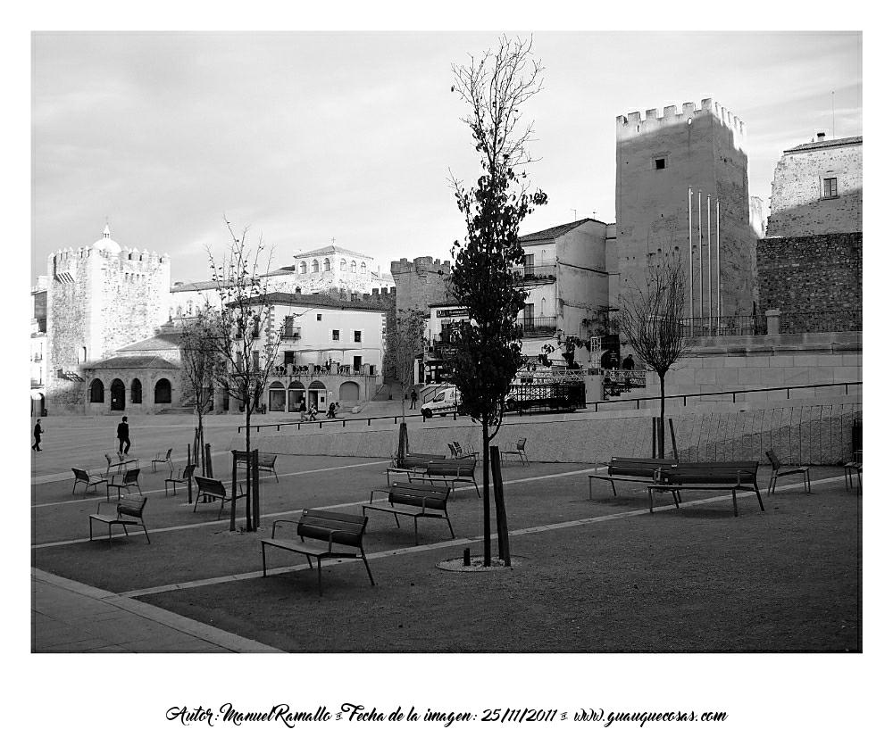 Plaza Mayor de Cáceres en blanco y negro - B&W