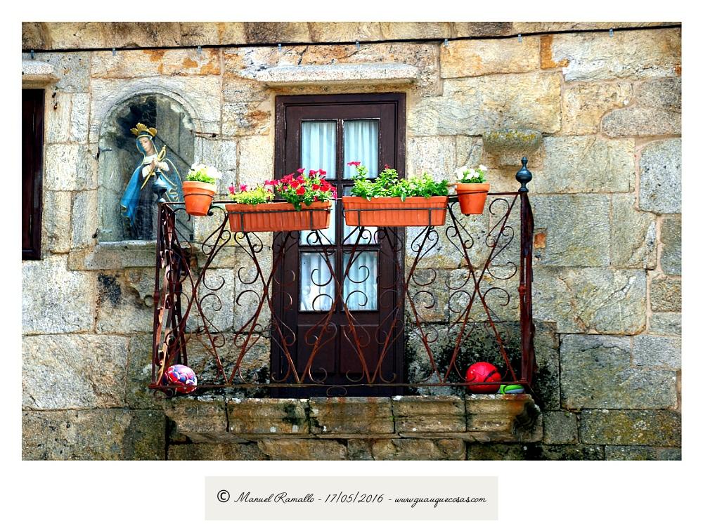 Balcón Virgen hornacina Vilanova dos Infantes Celanova Orense - Imagen: Manuel Ramallo