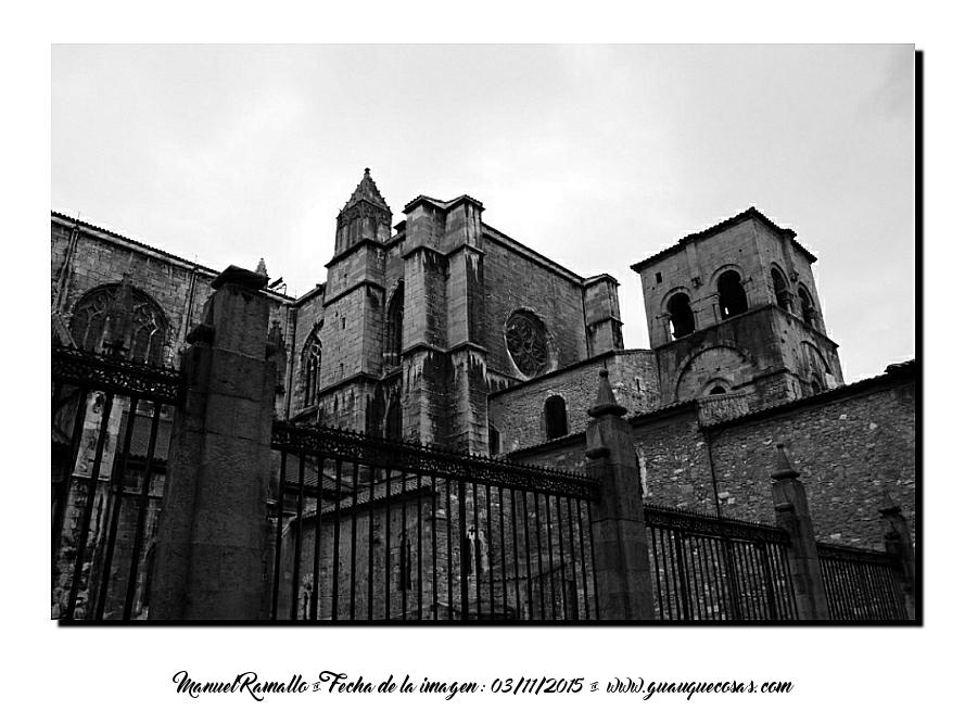 Casco antiguo de Oviedo ciudad B&W blanco y negro - Imagen: Manuel Ramallo