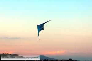 Cometa al atardecer en el cielo de Peñíscola – Imagen: Manuel Ramallo