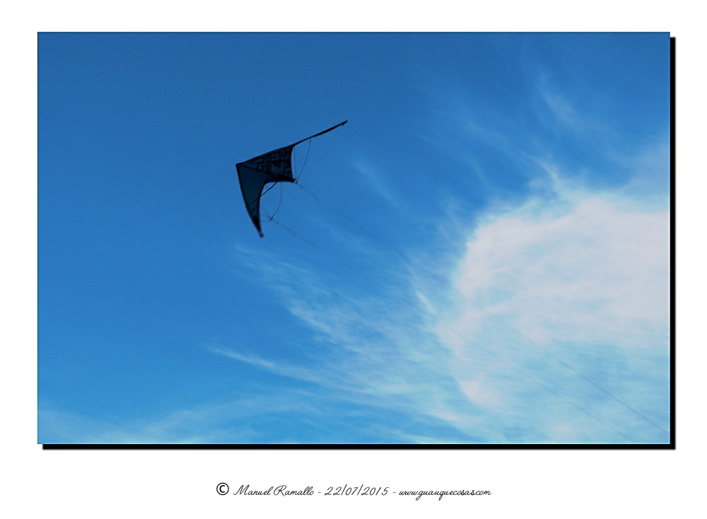 Cometa cielo azul nube blanca - Imagen: Manuel Ramallo