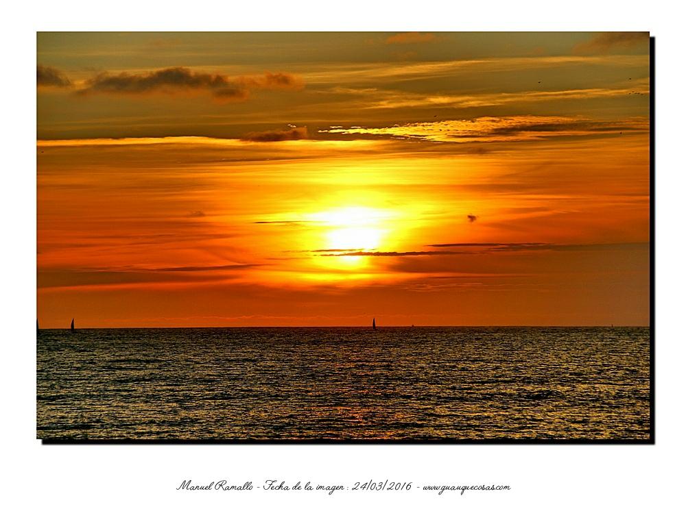 El rojo del atardecer tiñe el cielo y el agua del mar - Imagen: Manuel Ramallo