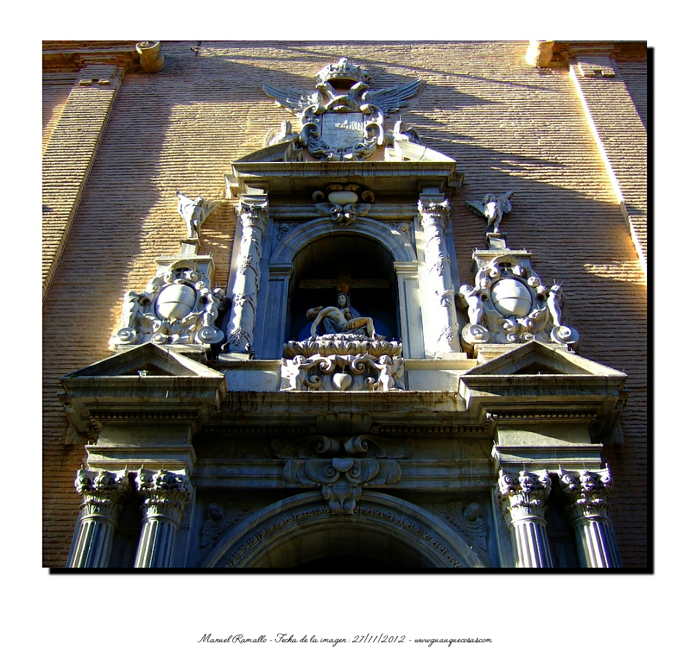 Fachada de la Basílica de Nuestra Señora de las Angustias en Granada - Imagen: Manuel Ramallo