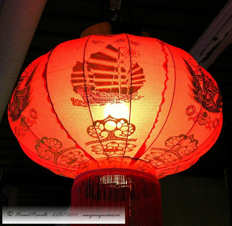 Farolillo de restaurante barrio chino - Imagen: Manuel Ramallo
