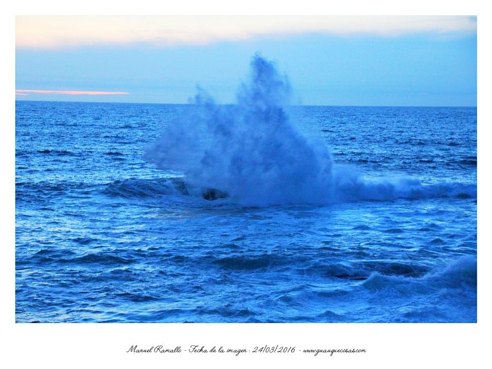 Gran ola rompiendo en el mar Baiona - Imagen: Manuel Ramallo
