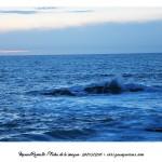 Mar con olas rompiendo en la costa de Baiona al atardecer – Imagen: Manuel Ramallo