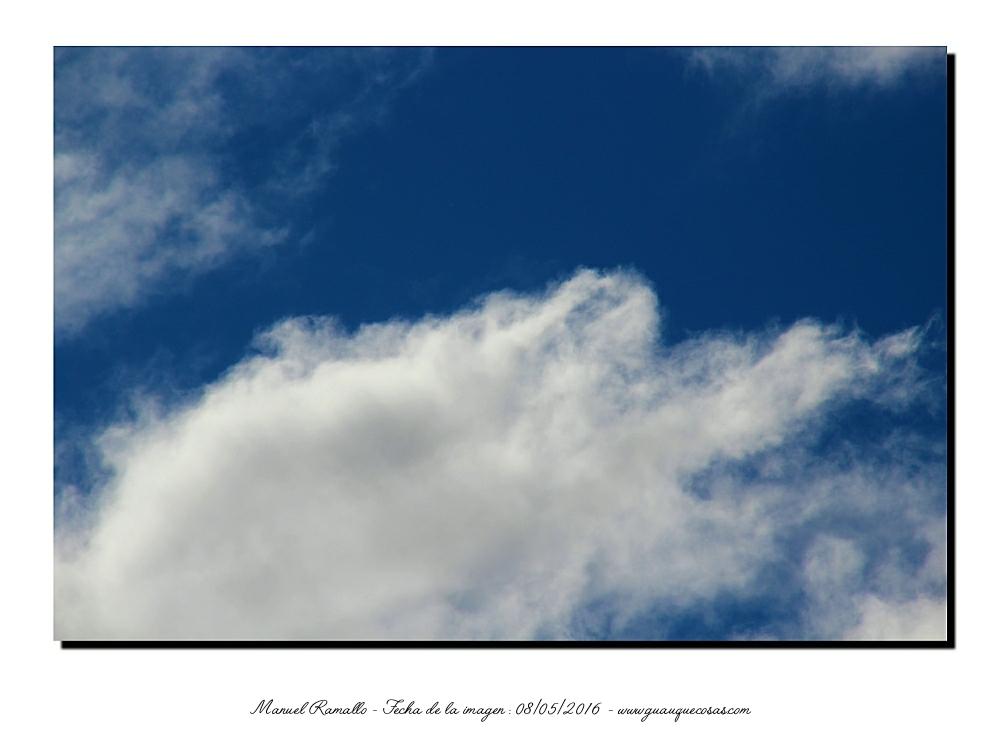 Nubes blancas en un cielo muy azul - Imagen: Manuel Ramallo