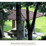 Parque Miño Orense tejado sombra bancos piedra árboles – Imagen: Manuel Ramallo